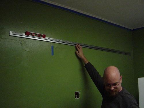 Hanging wall rail