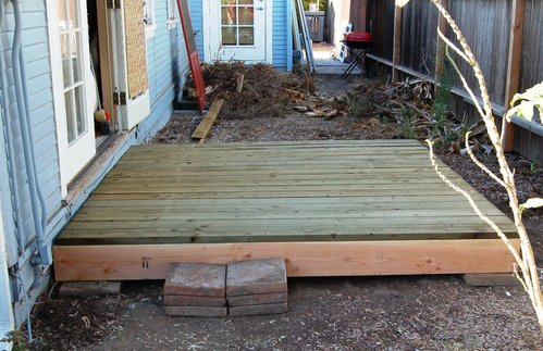 Deck with temporary step